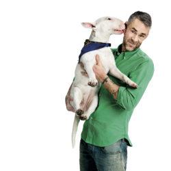Jonas Leksell med sin hund Ettan