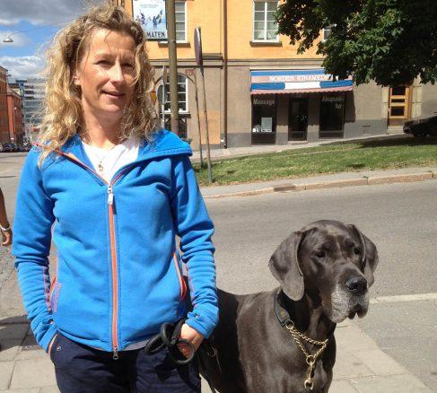 Helene Forsback, 48 år, och hennes grand danois Selma, 6 år.
