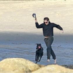 Twilight-seriens huvudperson Bella spelas av Kristen Stewart som gärna hänger på stranden när hon är ledig. Självklart är  glada hittehunden Cole med – och är rätt bra på kull visar det sig.