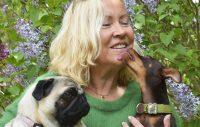 Agnetha Fältskog med mopsen Bella och prazsky krysariken Bruno