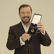 Ricky Gervais med guldmedaljen