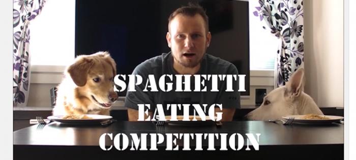 spaghettiätartävling mellan en man och två hundar