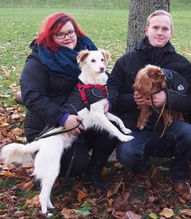 Mathilda och hennes man samt hundarna Frank och Edgar