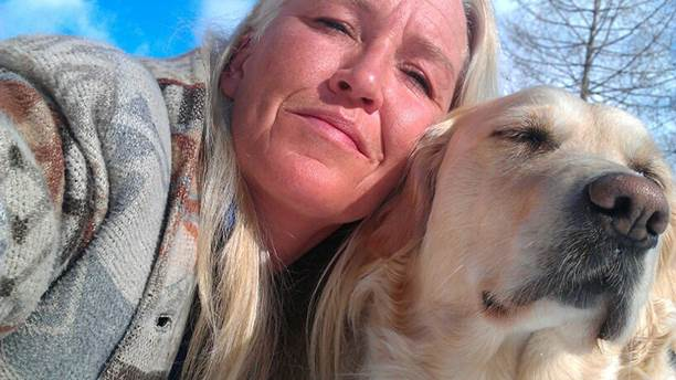 Lotta Löfgren på P4 Jämtland med sin hund Tess.