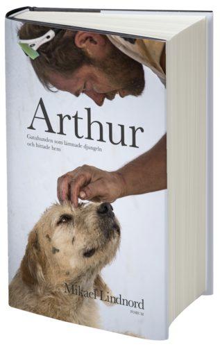 Omslaget till boken Arthur – gatuhunden som lämnade djungeln och hittade hem