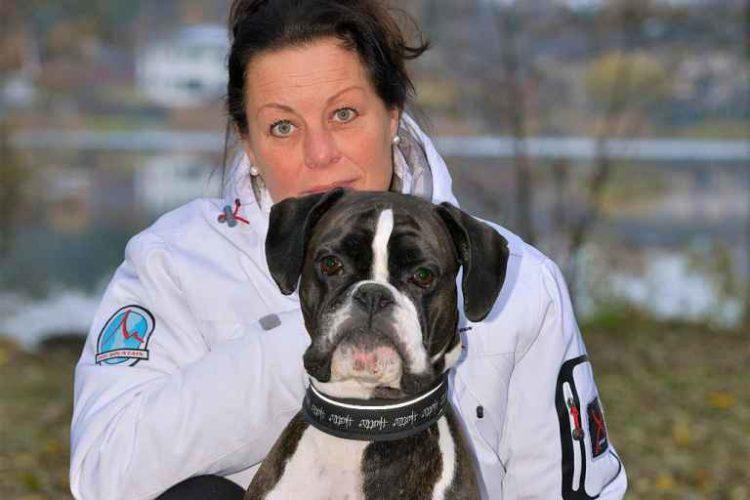 Årets Bragdhund 2016, boxern Ollie tillsammans med matte Anki Rydh.