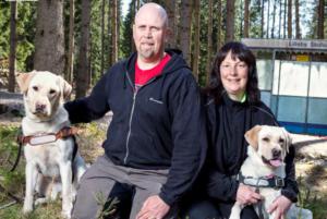 Carina och Robert Jönsson föder upp och tränar ledarhundar.