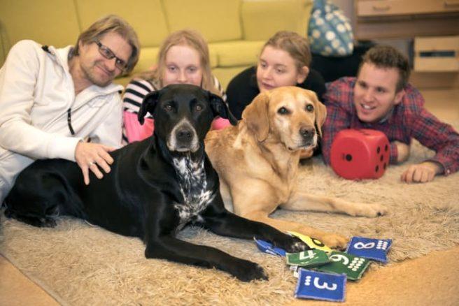 Bella och Wilma är Årets tjänstehundar